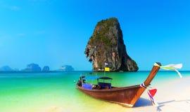 Fond tropical de paysage de plage de la Thaïlande. Nature d'océan de l'Asie Image libre de droits