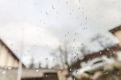 Fond trouble avec des gouttes de pluie photographie stock libre de droits