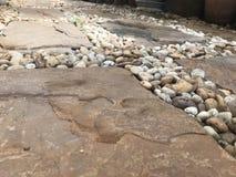 Fond trouble d'abrégé sur brun rond roches Photo stock