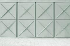 Fond urbain de rue Mur texturisé métallique et plancher carrelé gris Copiez l'espace photos stock