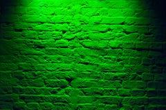 Fond vert au néon grunge de texture de mur de briques Modèle coloré magenta d'architecture de texture de mur de briques images stock