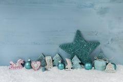 Fond vert bleu ou en bon état en bois de Noël avec la décoration Images libres de droits