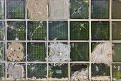Fond vert cassé de blocs en verre Photos stock