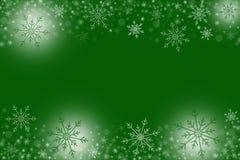 Fond vert d'hiver avec les flocons de neige blancs illustration libre de droits