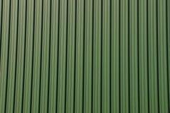 Fond vert d'un morceau de clôture de mur de fer Image stock