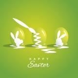 Fond vert de coloration de trois oeufs de pâques Images libres de droits