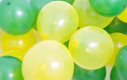 Fond vert et jaune de ballons Photo stock