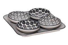 Fond vide de cuvettes Macro d'un plat décoratif avec quatre cuvettes d'isolement sur un fond blanc Articles de cuisine image stock