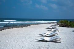 Fondale marino sulla riva di mare - vista marina della sabbia bianca dal lato Immagini Stock Libere da Diritti