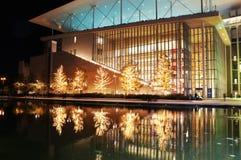 Fondamento di Stavros Niarchos decorato con le luci di Natale Immagine Stock Libera da Diritti