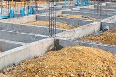 Fondamento per la costruzione di casa con il sistema di impianto idraulico immagini stock libere da diritti