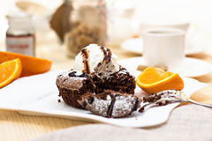 Fondant chaud de gâteau de chocolat de dessert Photographie stock