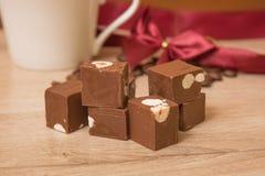 Fondant de chocolat avec des écrous Image libre de droits