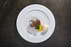 Fondant de chocolat avec la crème glacée  photographie stock