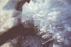 Fondant les cristaux de glace au printemps Image libre de droits