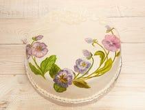 Fondant peint de gâteau avec le colorant alimentaire Gâteau avec l'alto peint Photographie stock libre de droits