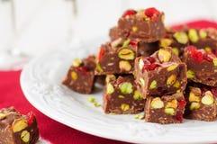 Fondente di cioccolato con le ciliege, i pistacchi e la noce di cocco Glace immagine stock libera da diritti