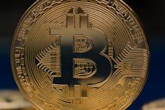 Fondi virtuali dorati Bitcoins della foto nuovi Immagini Stock