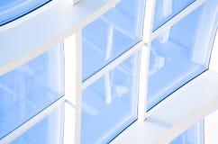 Fondo abstracto azul geométrico con los triángulos y las líneas Fotos de archivo