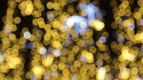 Fondo abstracto brillante borroso de los días de fiesta Calle por completo de la luz adornada para la celebración de la Navidad y metrajes