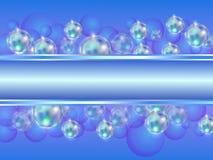 Fondo abstracto con las burbujas de jabón multicoloras brillantes en blanco y el lugar para la inscripción Fotografía de archivo