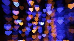 Fondo abstracto con las luces coloreadas en la forma de corazones almacen de video