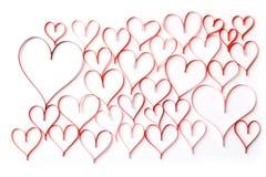 Fondo abstracto de contornos rojos de corazones en un blanco Fotos de archivo