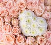 Fondo abstracto de flores como corazón Imagen de archivo