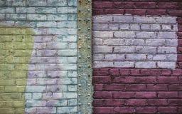 Fondo abstracto de la pared de ladrillo, adornado en rectángulos del blanco, de Borgoña y de los colores verdes Imágenes de archivo libres de regalías