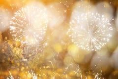 Fondo abstracto del día de fiesta con los fuegos artificiales y las estrellas Foto de archivo