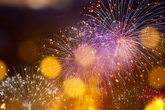 Fondo abstracto del día de fiesta - fuegos artificiales en el balneario del Año Nuevo y de la copia Foto de archivo