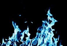 Fondo abstracto del fuego de la llama azul en fondo negro Imagen de archivo