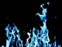 Fondo abstracto del fuego de la llama azul en fondo negro Foto de archivo