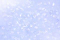 Fondo abstracto del invierno con caer de las escamas de la nieve fotografía de archivo