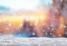 Fondo abstracto del invierno con la pila de la nieve Fotografía de archivo