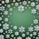 Fondo abstracto del invierno con los copos de nieve de papel en fondo verde EPS 10 libre illustration