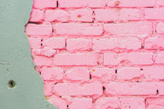 Fondo abstracto hermoso del fondo urbano concreto y pintado de la textura rosada de la pared de ladrillo, espacio para el texto Imagen de archivo