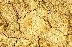 Fondo abstracto natural del fango marrón agrietado seco Foto de archivo