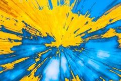 Fondo abstracto que recuerda una energ?a de la explosi?n, multicolor, rayos, fotos de archivo libres de regalías