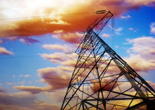 Fondo ad alta tensione del cielo della torre Immagine Stock