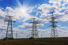 Fondo ad alta tensione del cielo della torre della posta ad alta tensione Fotografia Stock Libera da Diritti