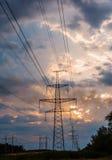 Fondo ad alta tensione di tramonto della torre della posta ad alta tensione Immagini Stock Libere da Diritti