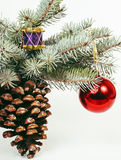 Fondo aislado, blanco de la decoración de la Navidad para los saludos de la postal, diseño del juguete en Navidad de la macro del Imagen de archivo libre de regalías