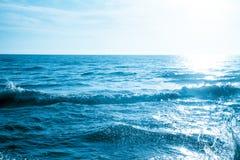 Fondo al aire libre de la fotografía de la onda del mar   océano fuerte del movimiento Fotografía de archivo