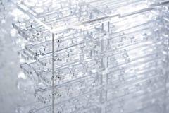 Fondo alta tecnologia astratto Dettagli di plastica o di vetro trasparente Taglio del laser del plexiglass fotografia stock