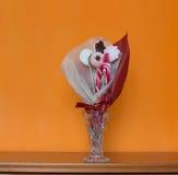 Fondo anaranjado de la pared del ramo del caramelo Fotografía de archivo libre de regalías