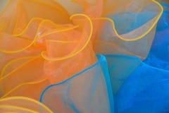 Fondo anaranjado y azul de la textura de la tela de Tulle Foto de archivo