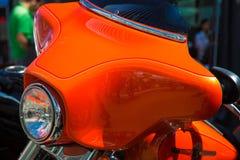 Fondo arancio del faro del dettaglio della motocicletta Fotografia Stock