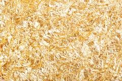 Fondo arrugado oro de la textura de la hoja imágenes de archivo libres de regalías