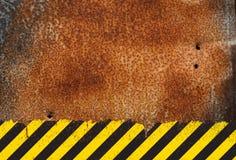 Fondo arrugginito del metallo con il segno di rischio di lerciume Fotografia Stock